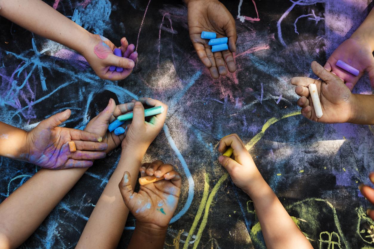 Children art drawing together